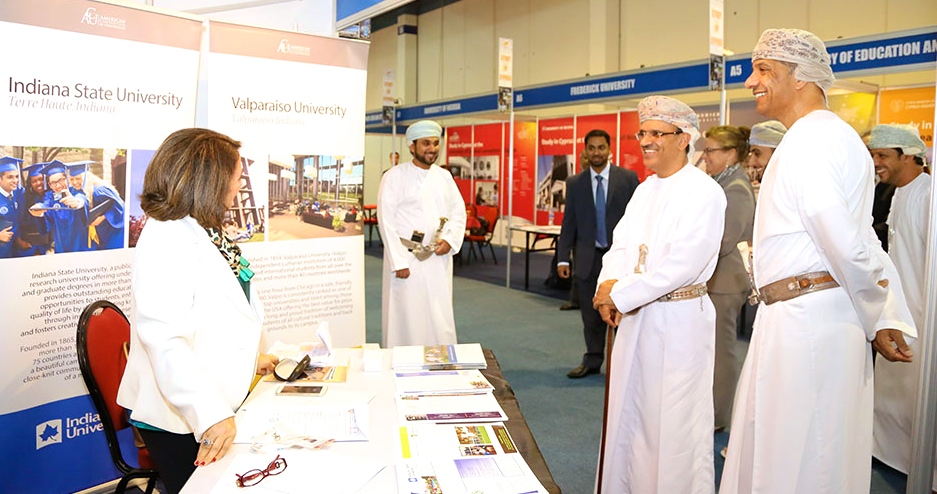 Vice Minister visits ACU booth